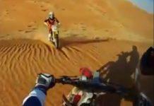 Video Choque de motos en el desierto
