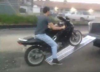 video-ejemplos-malos-subir-moto-a-camioneta