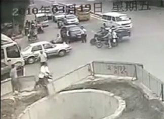 video-hombre-choca-moto-cuatro-veces