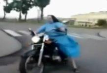 video-monja-motociclista