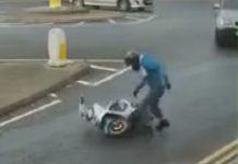 video-motociclista-se-desespera-con-scooter