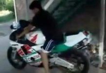 video-principiante-quemando-llanta-en-moto